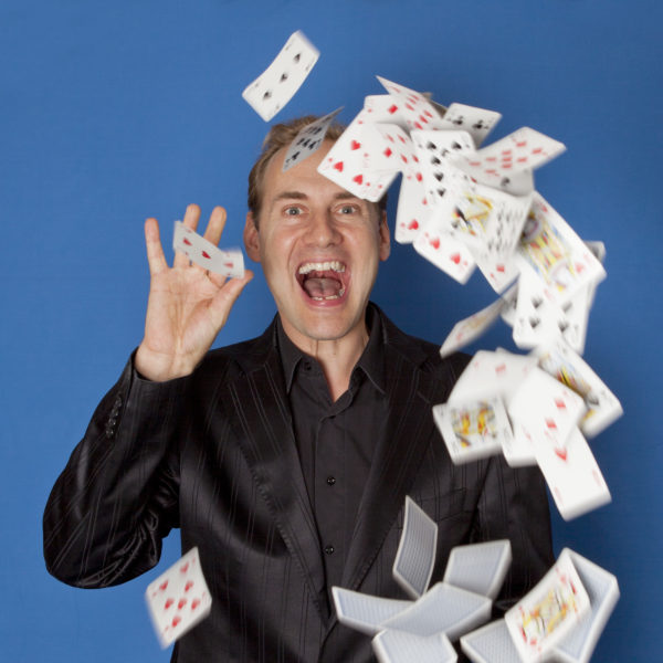 The Card Magician - Amazing tricks and stunning digital dexterity